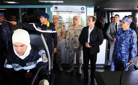 حضور السيسى مناورةذات الصوارىورفع العلم على الفرقاطة تحيا مصر (4)