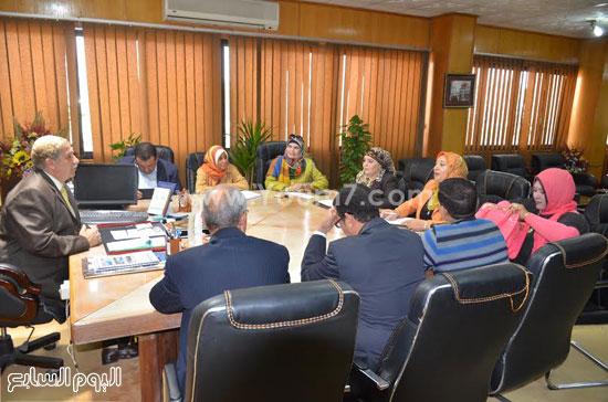 لقاء  يس طاهر محافظ الاسماعيلية مع أعضاء مجلس إدارة جمعية نساء الإسماعيلية  (1)