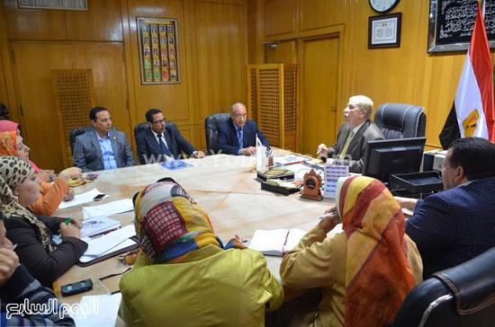 لقاء  يس طاهر محافظ الاسماعيلية مع أعضاء مجلس إدارة جمعية نساء الإسماعيلية  (2)