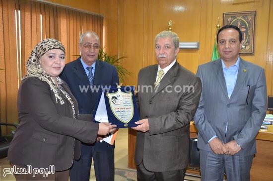 لقاء  يس طاهر محافظ الاسماعيلية مع أعضاء مجلس إدارة جمعية نساء الإسماعيلية  (4)