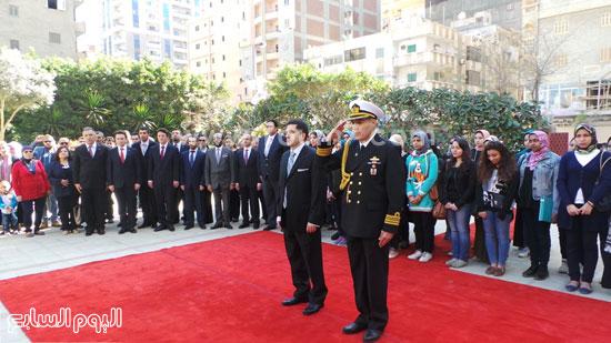 قنصل تركيا بالإسكندرية يضع إكليل زهور على قبر الشهداء بسيدى بشر (4)