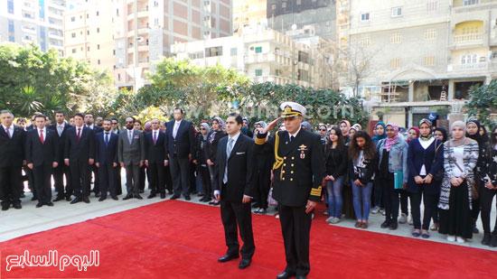 قنصل تركيا بالإسكندرية يضع إكليل زهور على قبر الشهداء بسيدى بشر (5)