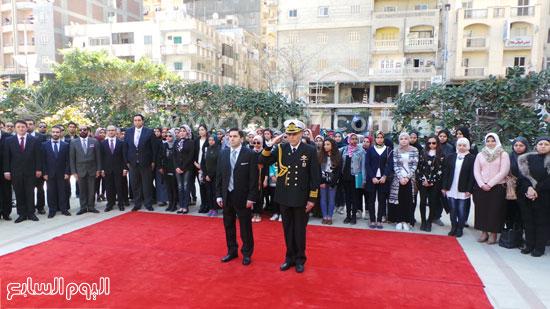 قنصل تركيا بالإسكندرية يضع إكليل زهور على قبر الشهداء بسيدى بشر (6)