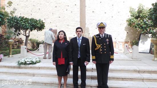 قنصل تركيا بالإسكندرية يضع إكليل زهور على قبر الشهداء بسيدى بشر (9)