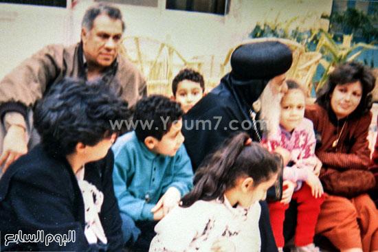 البابا شنودة مع عائلته (4)