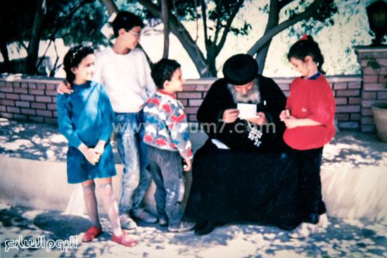 البابا شنودة مع عائلته (5)