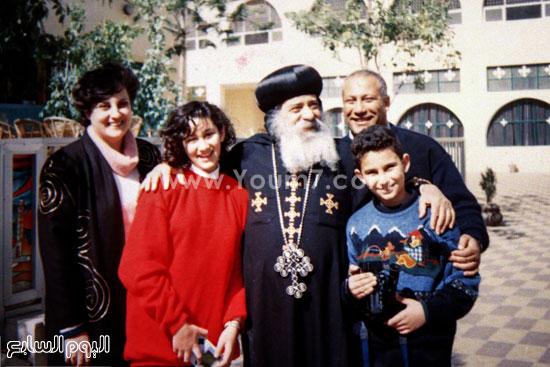 البابا شنودة مع عائلته (7)