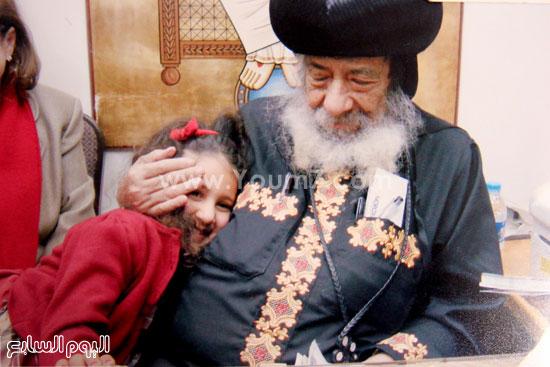 البابا شنودة مع عائلته (12)