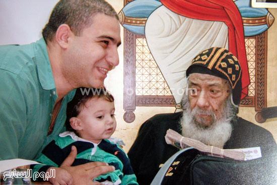 البابا شنودة مع عائلته (13)