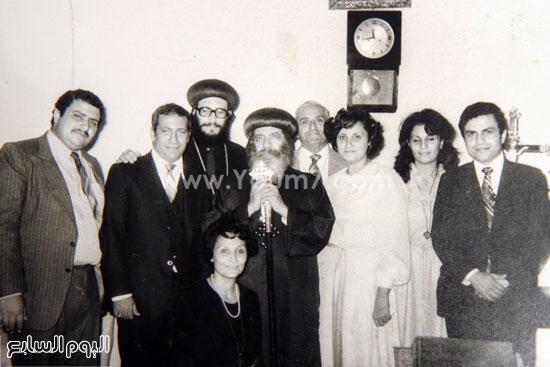 البابا شنودة مع عائلته (14)