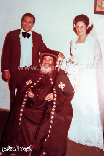 البابا شنودة مع عائلته (17)
