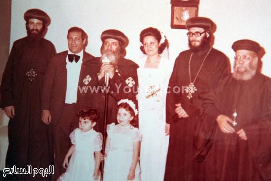 البابا شنودة مع عائلته (19)