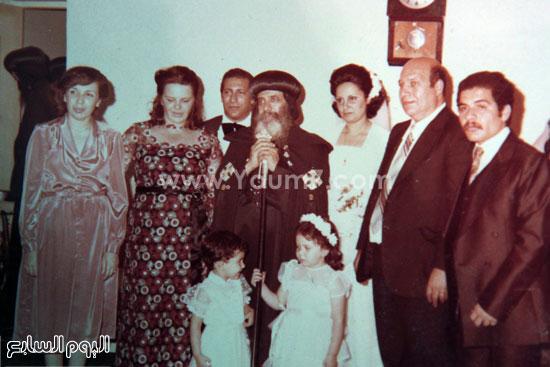 البابا شنودة مع عائلته (20)