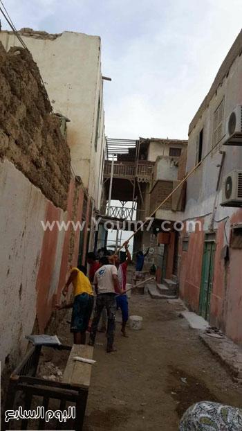 شباب القصير يدهنون حوائط المنازل (1)