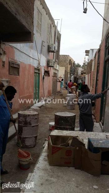 شباب القصير يدهنون حوائط المنازل (2)