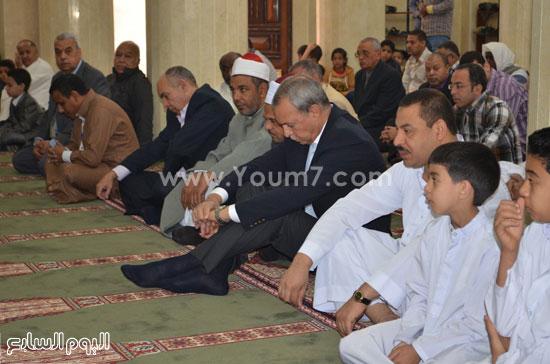 محافظ قنا يفتتح مسجد سعيد حلوى بمنطقة الشئون (1)