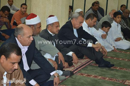 محافظ قنا يفتتح مسجد سعيد حلوى بمنطقة الشئون (4)
