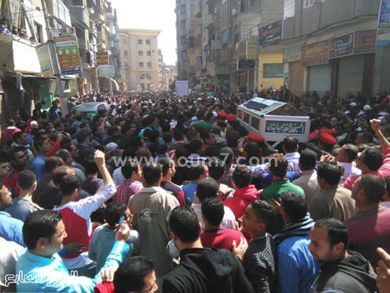 بالصور..-الآلاف-من-اهالى-البحيرة-يشيعون-جنازة-شهيد-الجيش-فى-حادث-العريش-(2)