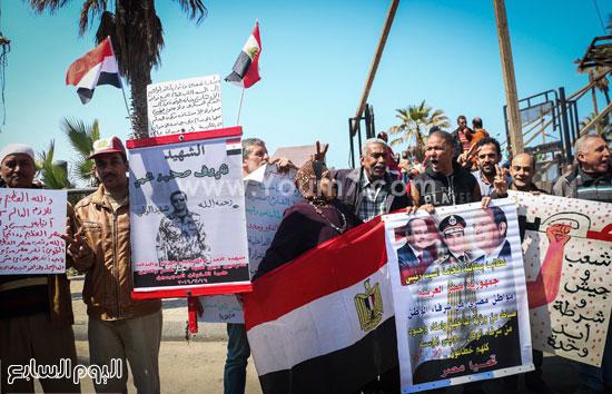 متظاهرو القائد إبراهيم يدعمون الحرب ضد الإرهاب وينعون الشهيد شريف محمد عمر (1)