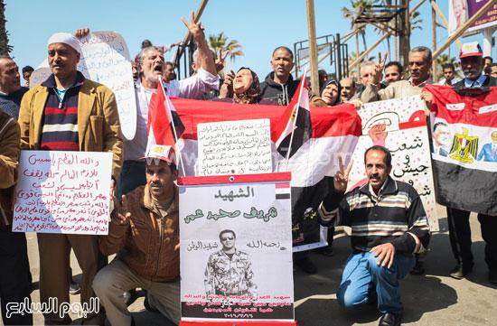 متظاهرو القائد إبراهيم يدعمون الحرب ضد الإرهاب وينعون الشهيد شريف محمد عمر (7)