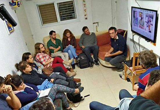 عدد-من-أعضاء-منظمة-كسر-الصمت-اليسارية-الإسرائيلية-(2)