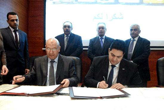 محافظ الإسكندرية يوقع عقد (1)