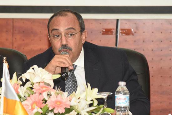 محافظ الإسكندرية يوقع عقد (2)