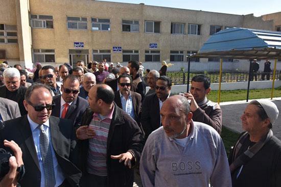 زيارة المحافظ دار السعاد للمسنين (4)