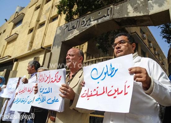 وقفة الاطباءمحاكمة امناء الشرطة المنيرة العام  الاعتداء على مستشفي المطرية (1)