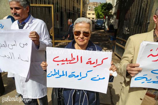 وقفة الاطباءمحاكمة امناء الشرطة المنيرة العام  الاعتداء على مستشفي المطرية (8)