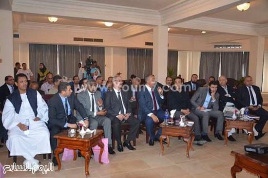 وفد اللجنة البرلمانية ينطلق من مرسى علم لتفقد مدينة شلاتين (1)