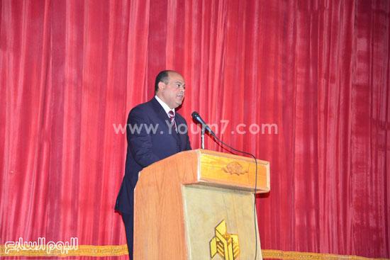 محافظ مطروح يشارك فى احتفالية تنصيب أول اتحاد طلاب للكليات (1)