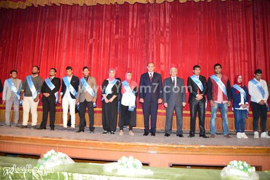 محافظ مطروح يشارك فى احتفالية تنصيب أول اتحاد طلاب للكليات (2)