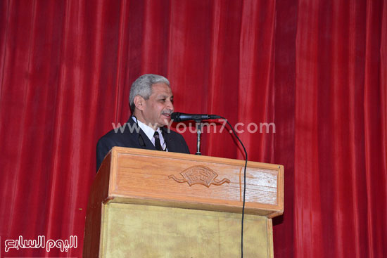 محافظ مطروح يشارك فى احتفالية تنصيب أول اتحاد طلاب للكليات (4)