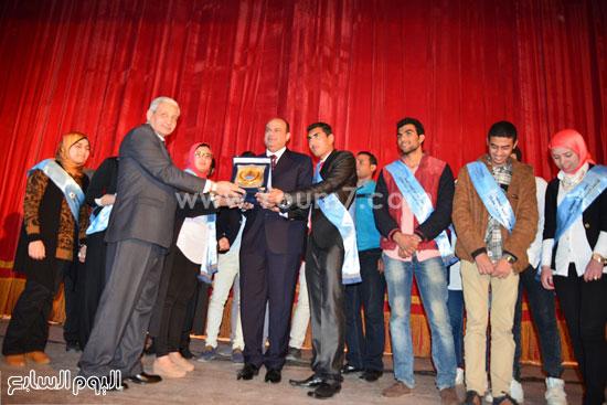محافظ مطروح يشارك فى احتفالية تنصيب أول اتحاد طلاب للكليات (6)