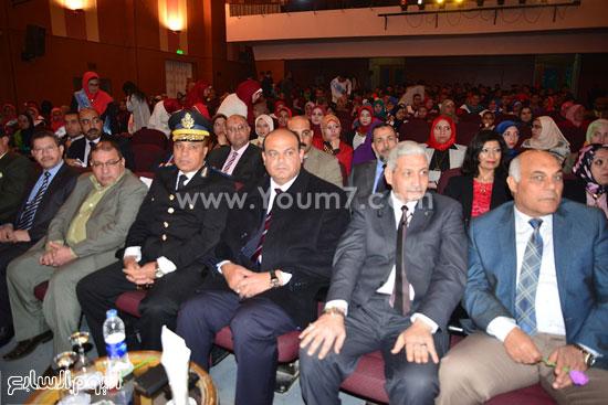 محافظ مطروح يشارك فى احتفالية تنصيب أول اتحاد طلاب للكليات (7)