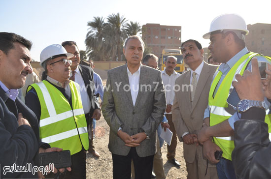 مدير مستشفى نجع حمادى-اللواء عبدالحميد الهجان -محافظ قنا (5)