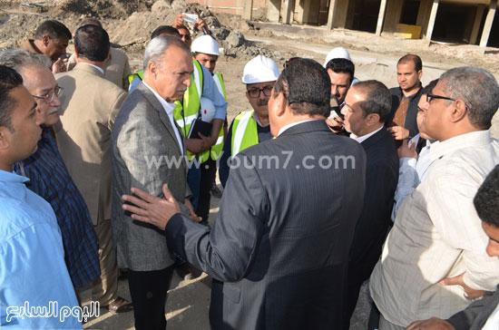 مدير مستشفى نجع حمادى-اللواء عبدالحميد الهجان -محافظ قنا (6)