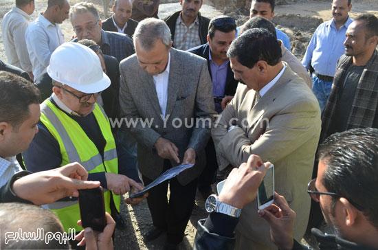 مدير مستشفى نجع حمادى-اللواء عبدالحميد الهجان -محافظ قنا (7)