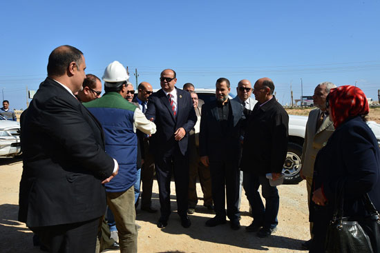 محافظ مطروح لتفقد إنشاء فرع جامعة الإسكندرية (2)