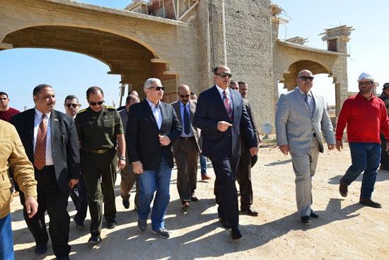 محافظ مطروح لتفقد إنشاء فرع جامعة الإسكندرية (3)
