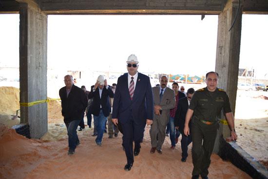 محافظ مطروح لتفقد إنشاء فرع جامعة الإسكندرية (5)