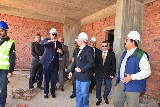 محافظ مطروح لتفقد إنشاء فرع جامعة الإسكندرية (6)