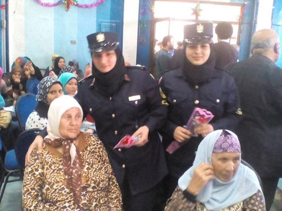 -توزيع-الورود-على-الأمهات-(3)