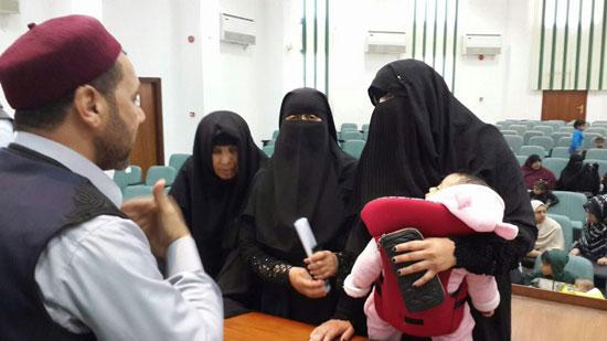 نائبا-مطروح-يتلقيان-التماسات-زوجات-وأمهات-المسجونين-فى-30يونيو-(6)
