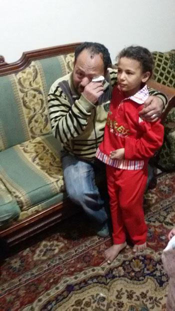 أب ينجح فى استعادة ابنته فى طنطا بعد 5 أيام من هروبها بسبب بطش والدتها  (1)