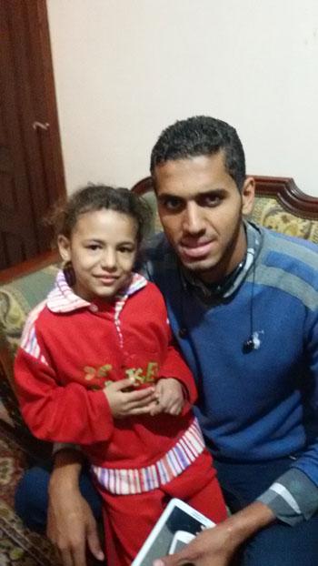أب ينجح فى استعادة ابنته فى طنطا بعد 5 أيام من هروبها بسبب بطش والدتها  (2)