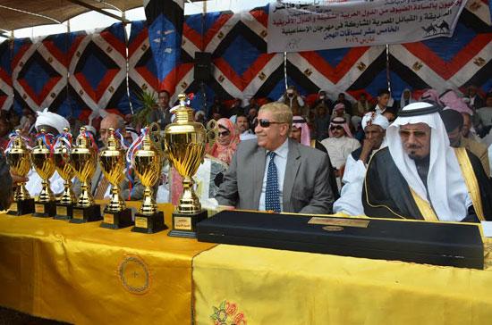 محافظ الإسماعيلية يوزع الجوائز على الفائزين بالمهرجان (1)
