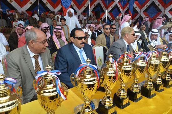 محافظ الإسماعيلية يوزع الجوائز على الفائزين بالمهرجان (3)