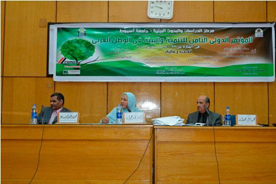 المؤتمر الدولى الثامن للتنمية والبيئة بجامعة أسيوط (2)